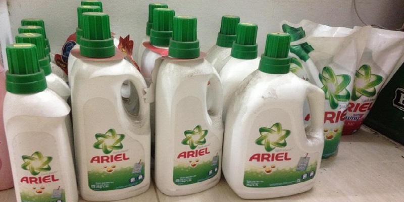 Nước giặt Ariel tẩy sạch mọi vết bẩn