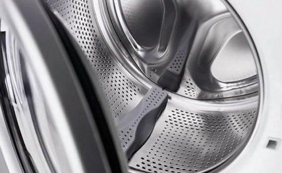 Lồng giặt được thiết kế nhiều lỗ nhỏ có dạng tổ ong