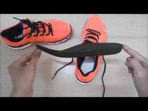 lấy miếng lót giày ra