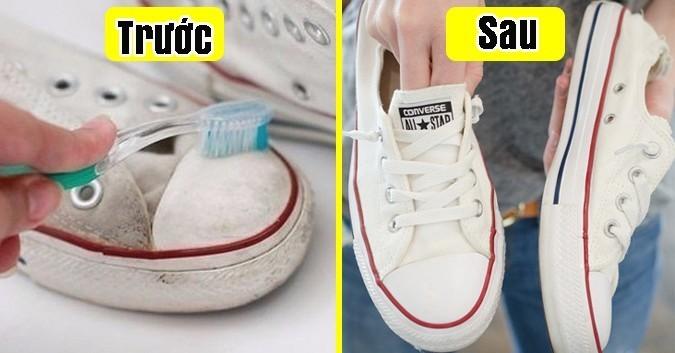 dùng bàn chải đánh răng + kem đánh răng chà giày