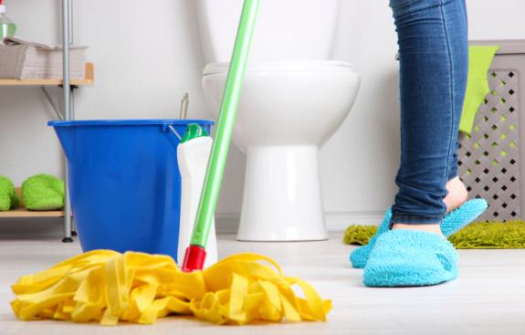 Cách tẩy rửa nhà vệ sinh bị hôi và vết bám bẩn