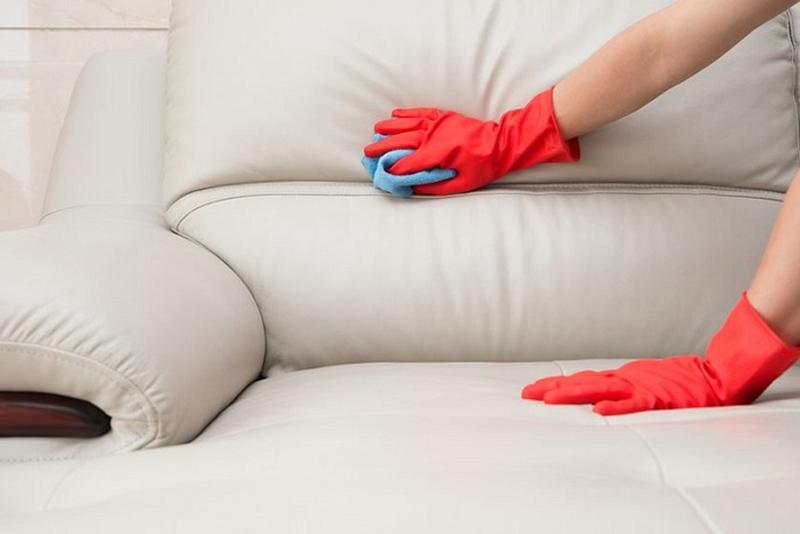 Loại bỏ vết bẩn trên ghế