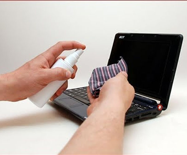 Hãy vệ sinh máy tính sạch sẽ, tránh bụi bẩn để máy hoạt động tốt nhất