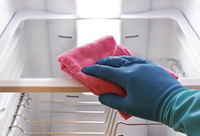 Vệ sinh lò nướng hoặc các lò khác đều nên sử dụng khăn mềm và ẩm