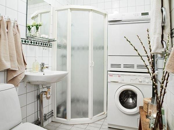 Hơi nóng trong phòng tắm giúp áo da phẳng lại