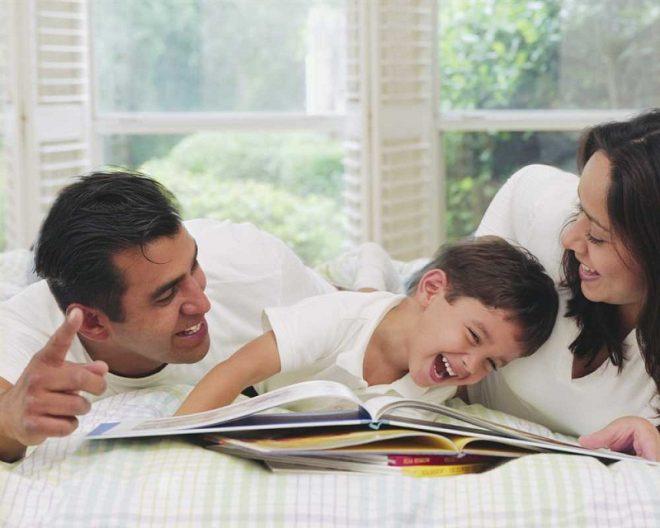 Bố mẹ nên rèn luyện thói quen đọc sách cho bé ngay từ nhỏ