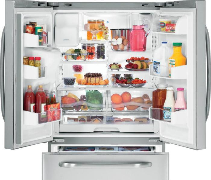 Phân loại và sắp xếp đồ ăn ngăn nắp trong tủ lạnh