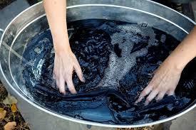 Giặt bằng nước nóng quần jean nhanh chóng bị sờn bạc và phai màu