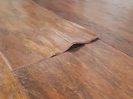Dùng dung dịch ammoniac khi sàn gỗ bị rộp