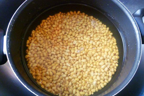 Ngâm đậu nành trong nước sạch