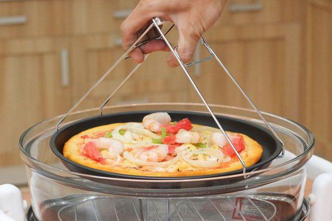 Lò nướng thủy tinh không chỉ nướng được thịt, rau mà còn nướng được cả bánh hoặc pizza
