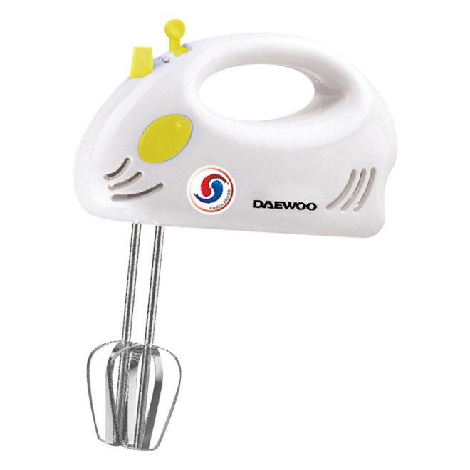 Máy đánh trứng cầm tay nhỏ gọn và dễ sử dụng