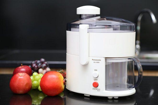 Một chiếc máy ép trái cây có thiết kế nhỏ gọn giúp bạn dễ dàng trong việc di chuyển