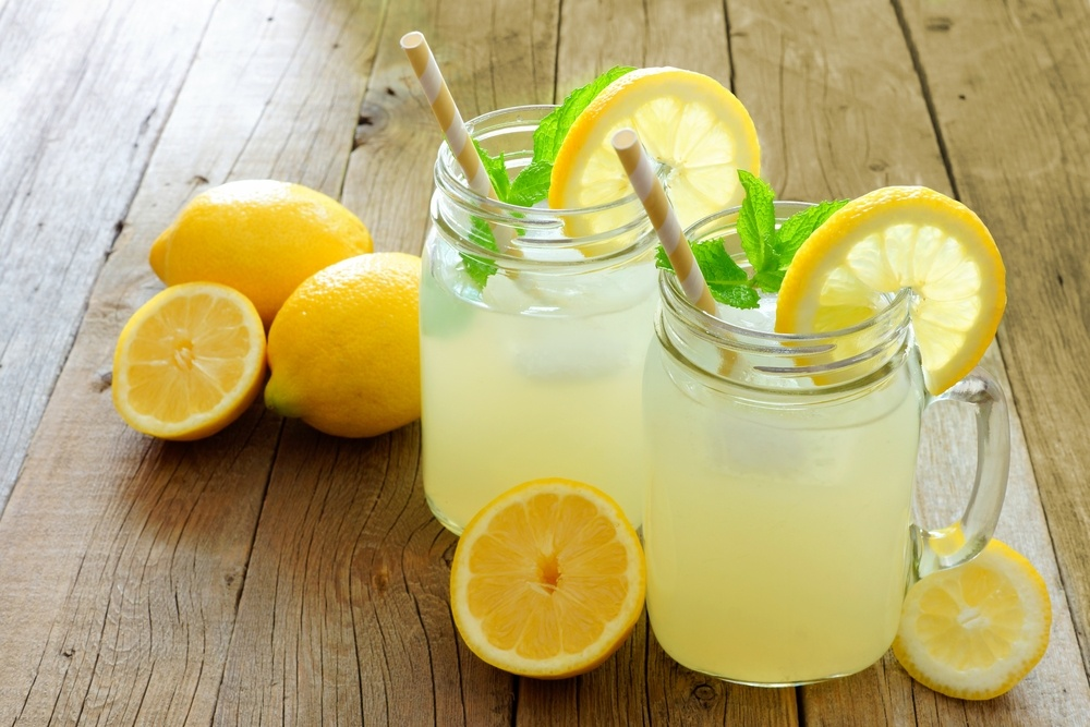 Nước chanh tươi vào món ăn giúp làm giảm bớt muối