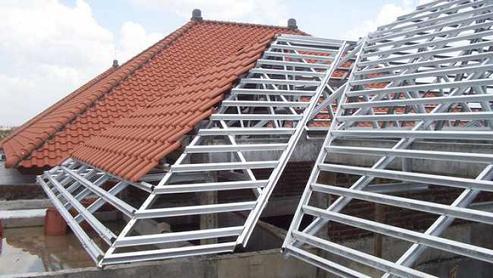 Mái ngói có giá thành cao hơn mái tôn