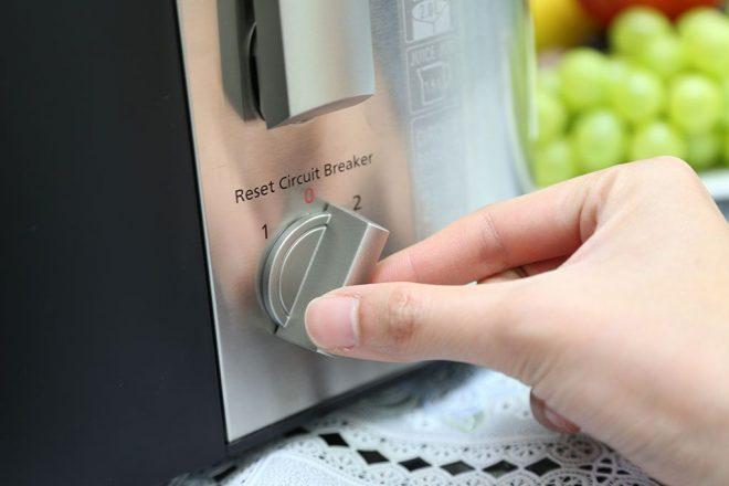 Sử dụng máy ép trái cây đúng cách, an toàn và hiệu quả