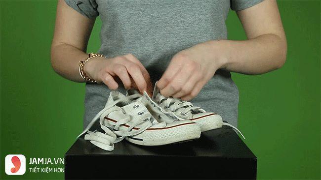 cách giặt giày trắng bị ố vàng1