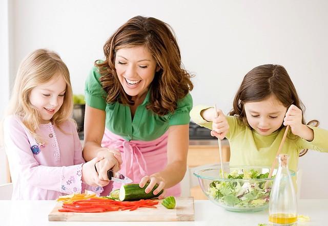 Dạy Bé Nấu ăn để Rèn Tính Tự Lập