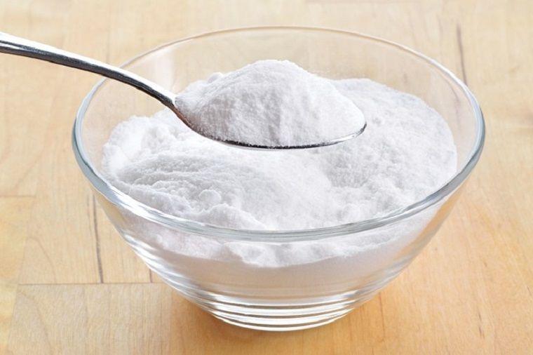 Bột mì là phương thức loại bỏ vết dầu mỡ trên áo lông