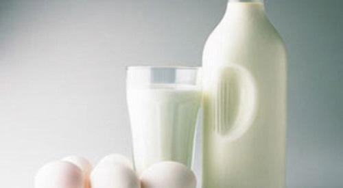 Sữa bò không chỉ làm đẹp mà còn có khả năng tẩy vết bẩn