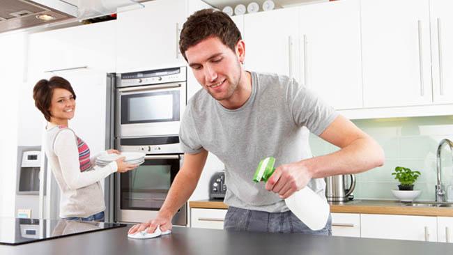 Sử dụng các loại nước tẩy rửa chuyên dùng để vệ sinh