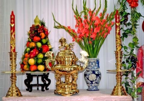 Chọn hoa tươi, có ý nghĩa khi dâng lên bàn thờ thần Phật hoặc tổ tiên