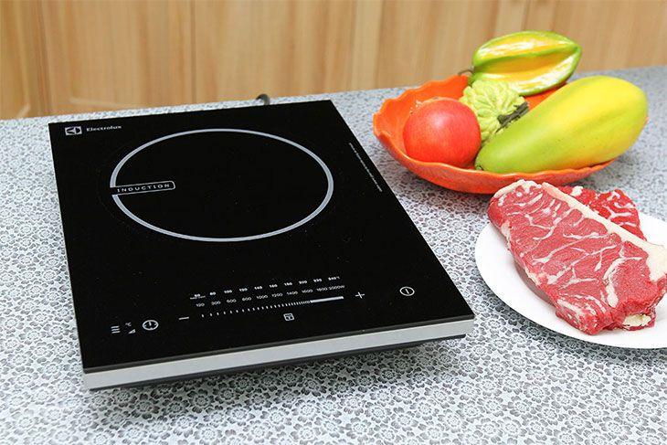 Bếp điện từ là loại bếp đa năng, tiện dụng và an toàn. Sử dụng bếp điện từ sẽ mang lại sự sang trọng và hiện đại cho căn bếp của gia đình bạn.