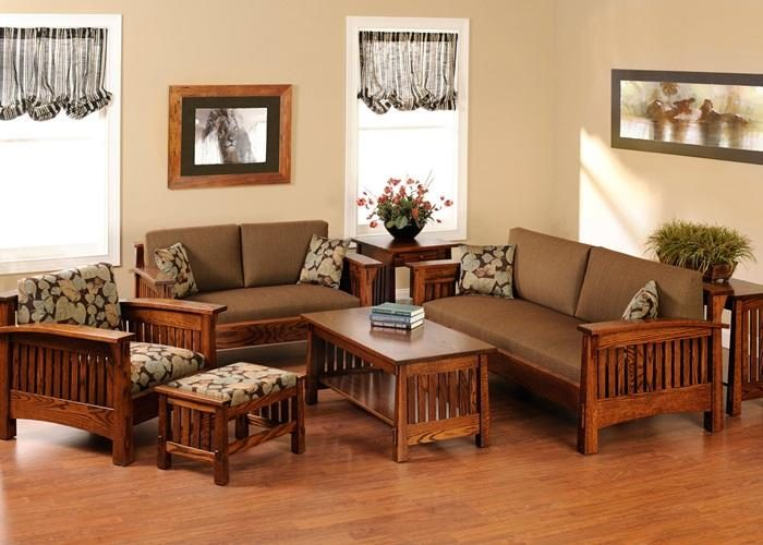 làm sạch bàn ghế trong phòng khách