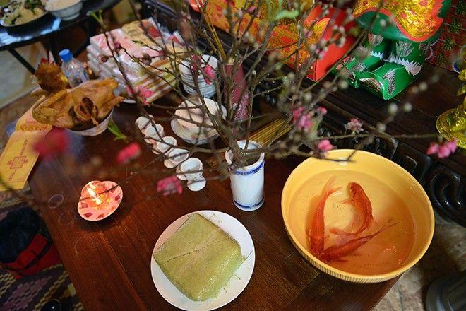 Sau ngày 23 tháng Chạp, chủ nhà sẽ bắt đầu dọn bàn thờ đón Tết. Đây là thời điểm hợp lý để lau dọn nơi thờ phụng cho các vị thần và tổ tiên đón năm mới.