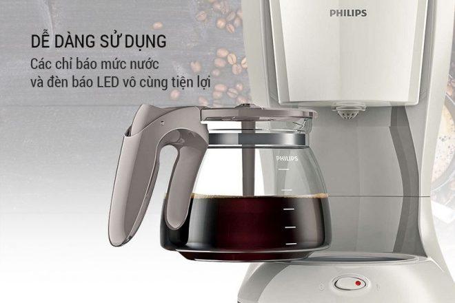 đèn báo LED cho biết máy đang hoạt động và tay cầm rộng rãi để bạn dễ di chuyển và rót cà phê ra tách.