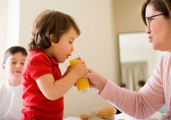 Nước ép trái cây không tốt cho trẻ dưới 3 tuổi