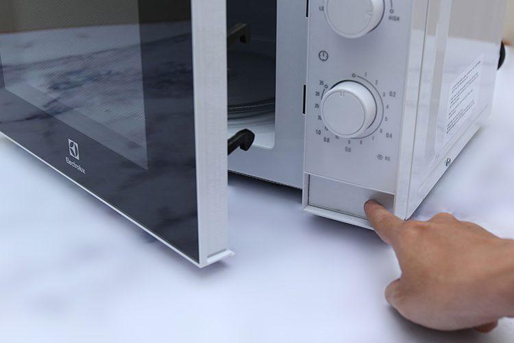 Lò vi sóng cơ Electrolux EMM2022MW (20L)