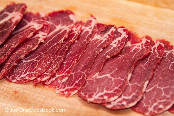 Lát thịt mỏng dính với mẹo vặt.