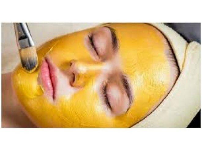 sử dụng mặt nạ dưỡng da thường xuyên từ bột nghệ khiến làn da của bạn được cải thiện