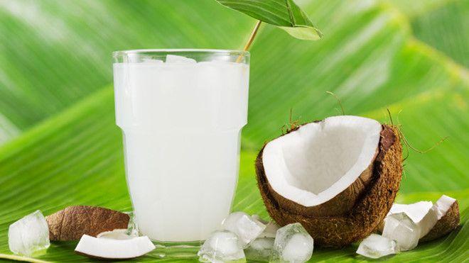 Nước dừa là thức uống giải khát được nhiều người yêu thích