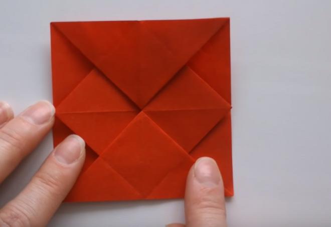 Một hình vuông xuất hiện
