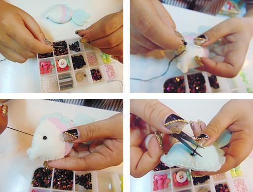 Bước 5: Mẹ lựa chọn một hạt cúc áo để đính làm mắt cá (thường là cúc áo màu đen).