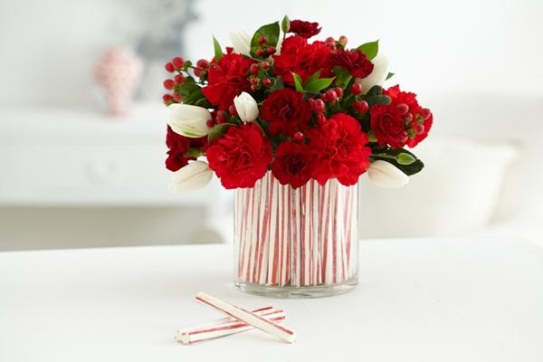 Lọ hoa này được làm từ những ống hút ngọt ngào