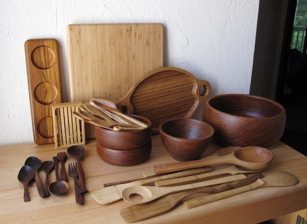 Để loại bỏ vi khuẩn cũng như làm sạch đồ dùng bằng gỗ, dấm là nguyên liệu thần thánh các mẹ nên dùng.