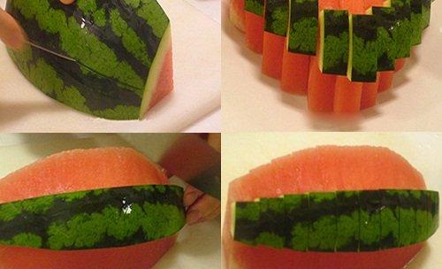 Miếng dưa khi cầm ăn sẽ có hình giống hệt cây thông đỏ đẹp mắt.