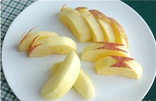 Cách cắt táo có hình thỏ đẹp mắt rất phù hợp với các em nhỏ