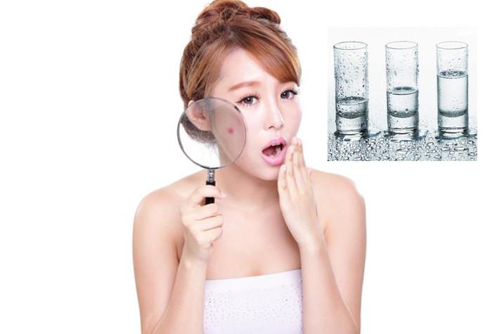 Khi da được cung cấp đủ nước thì lượng dầu trên da được cân bằng, đảm bảo tuyến bã nhờn hoạt động hiệu quả giúp da khỏe và tươi mới