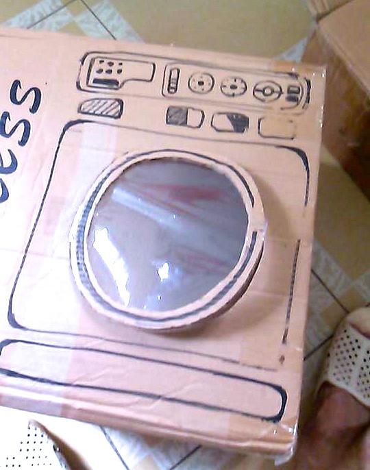 Vậy là mẹ đã tự làm xong chiếc máy giặt cho bộ đồ chơi nhà bếp bằng giấy tự chế của bé. Đơn giản, dễ làm mà độc đáo đúng không nào !