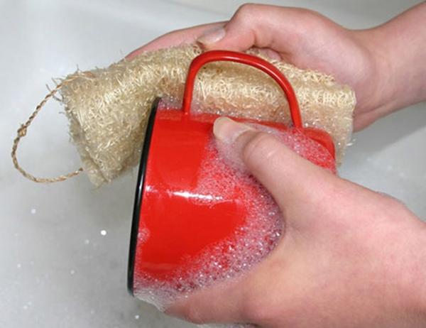 Thay miếng rửa bát bằng xơ mướp