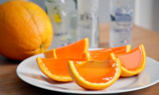 Thạch cam vừa hấp dẫn ở màu cam bắt mắt vừa thu hút bởi vị ngọt thanh tự nhiên của trái cây
