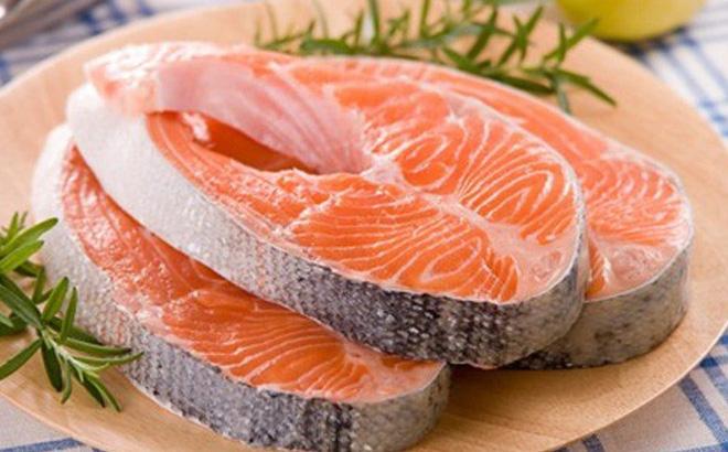 Các loại cá có nhiều chất béo gồm cá thu, cá ngừ, cá hồi nên bổ sung vào thực đơn khi áp dụng phương pháp Keto