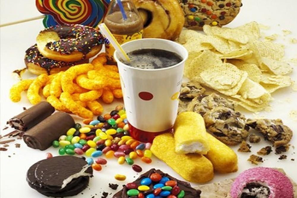Những thực phẩm có đường gồm bánh kẹo, nước ngọt, nước ép trái cây.... đều không được đưa vào chế độ giảm cân Keto