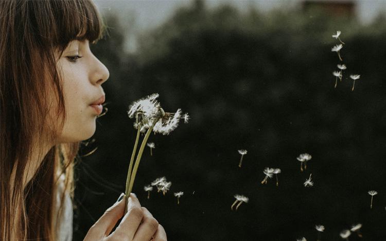 Có ít của cải hơn sẽ giúp chúng ta biết trân trọng những thứ đang có và nuôi dưỡng tinh thần vui vẻ hơn.