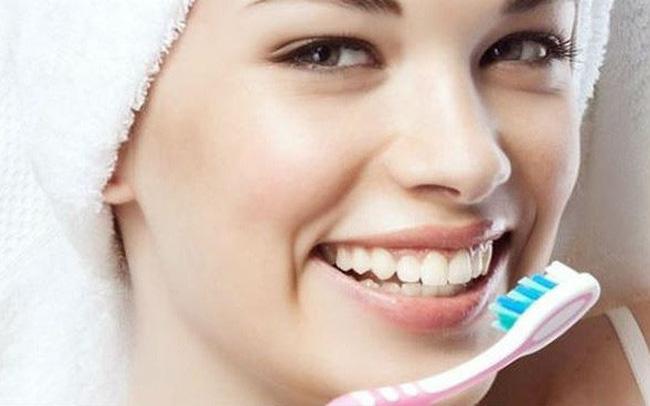 Đánh răng khoảng 2 phút, 2 lần một ngày. Cố gắng chải hết các bề mặt của răng, kể cả các góc.