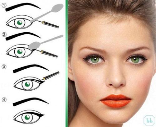 9.Mẹo kẻ đuôi mắt với thìa:Chiếc thìa có rất nhiều tác dụng trong việc trang điểm. Không chỉ giúp chải mascara, nó còn là dụng cụ hoàn hảo giúp bạn có đôi mắt mèo sắc nét.
